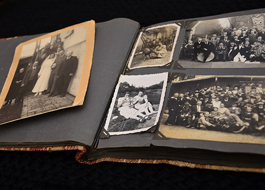 LAWKI - Old Photo Albums - 515